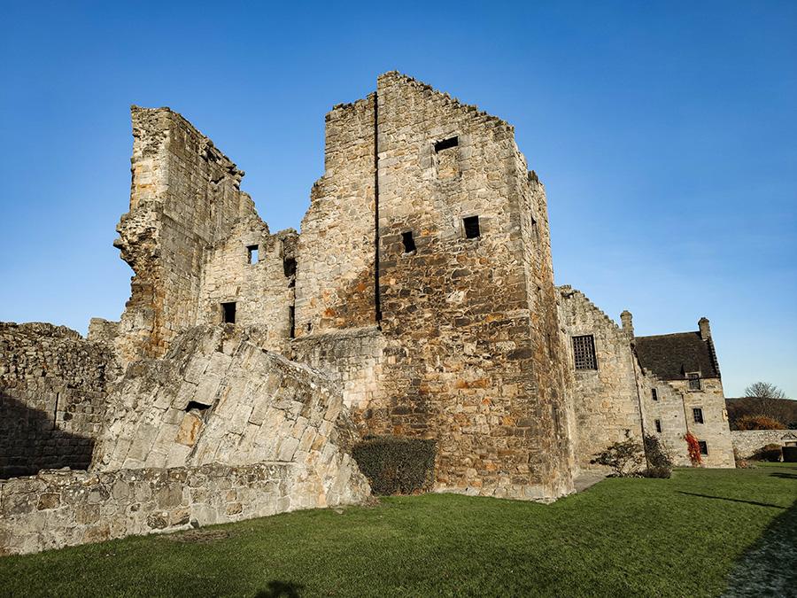 Aberdour Castle najciekawsze miejsca w Szkocji