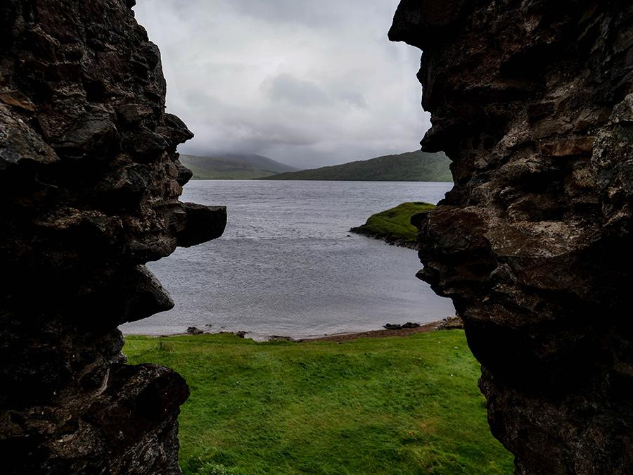 Ardvreck Castle ruiny zamku w Szkocji Loch Assynt
