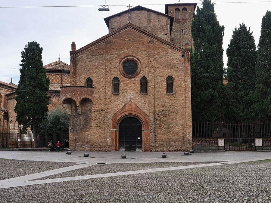 Bazylika Santo Stefano co warto zobaczyć w Bolonii