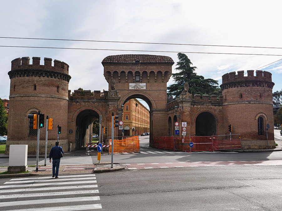 Bramy miejskie w Bolonii atrakcje co warto zobaczyć