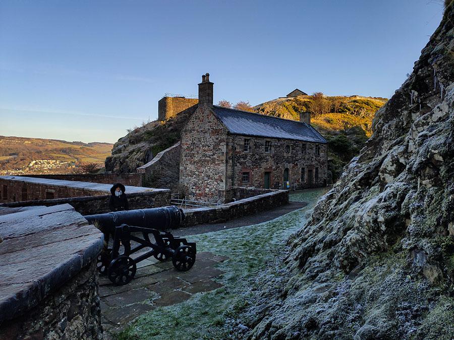 zamek dumbarton castle zamki w szkocji french prison