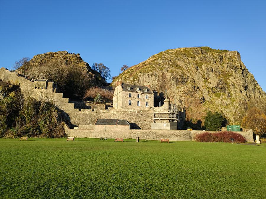 zamek dumbarton castle zamki w szkocji