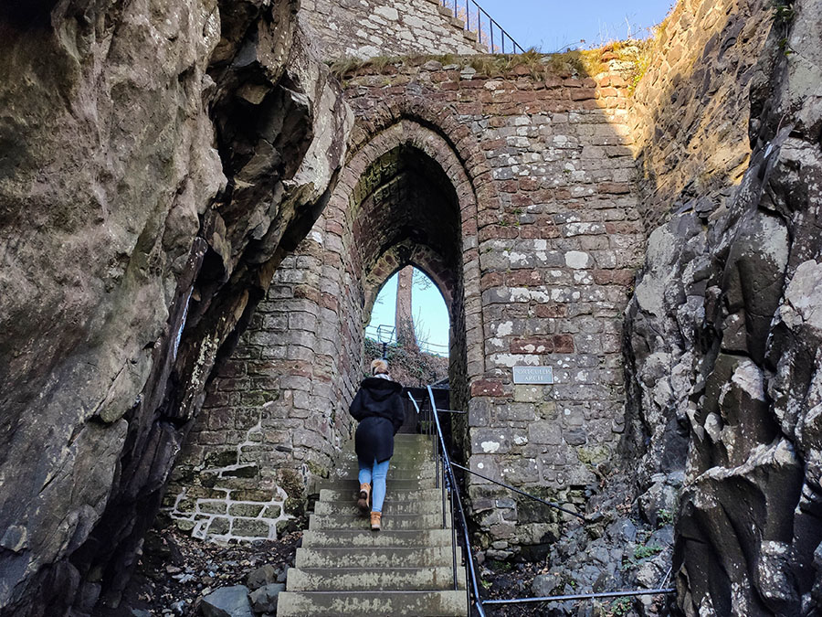 zamek dumbarton castle zamki w szkocji portcullis arch