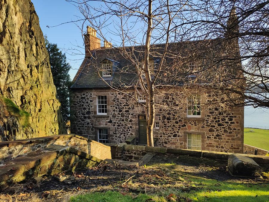zamek dumbarton castle zamki w szkocji governors house