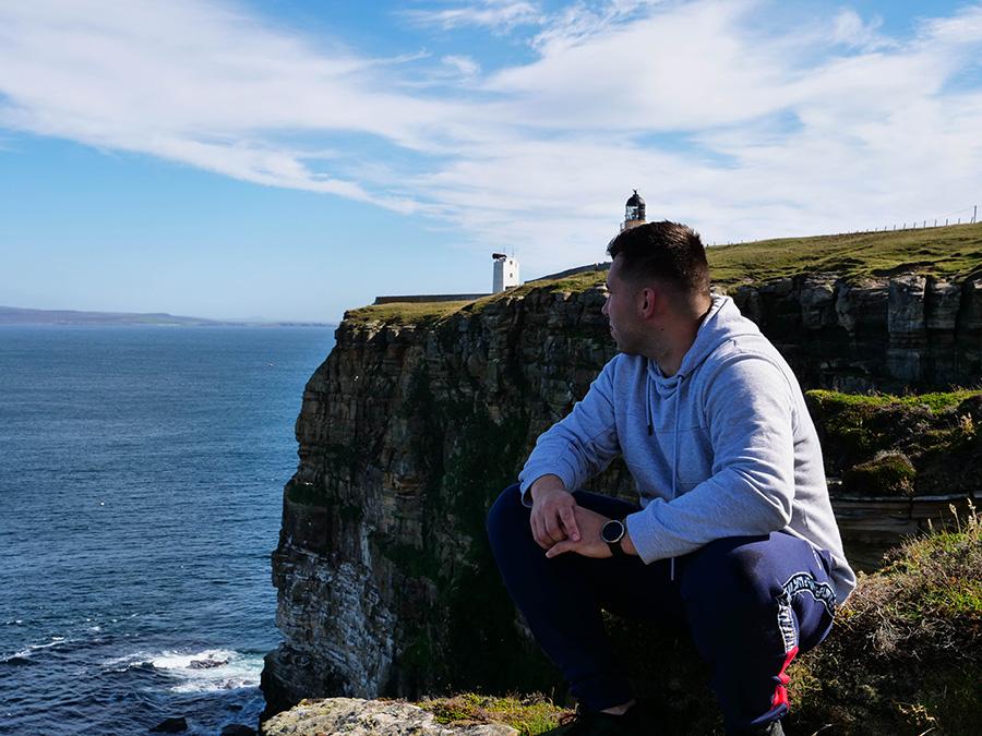 klify i maskonury w Szkocji