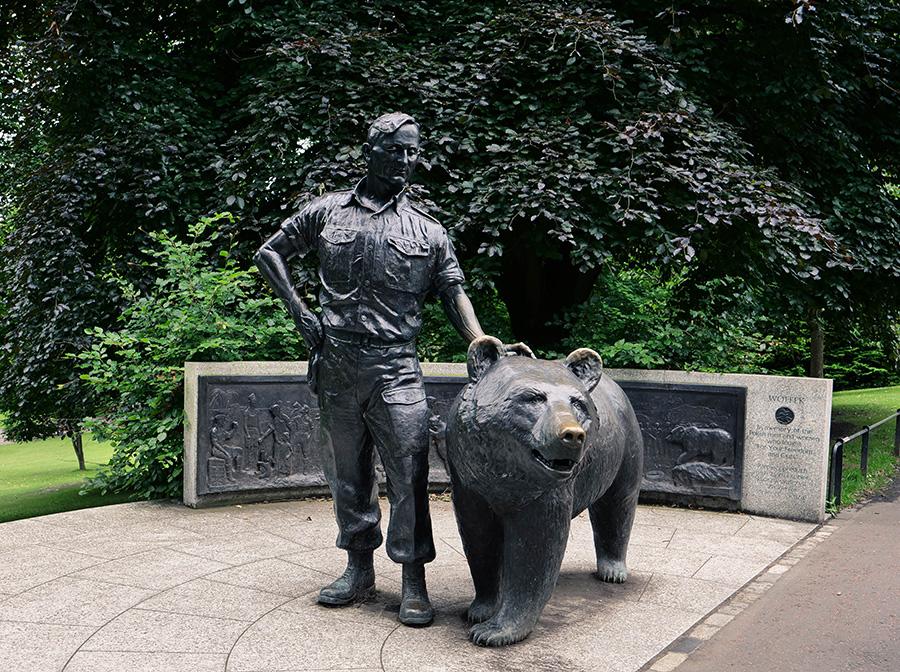 polski żołnierz niedźwiedź Wojtek w EDYNBURGU