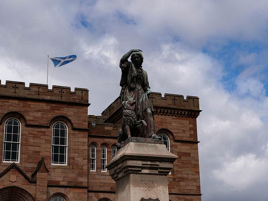 Pomnik Flory MacDonald atrakcje w Inverness