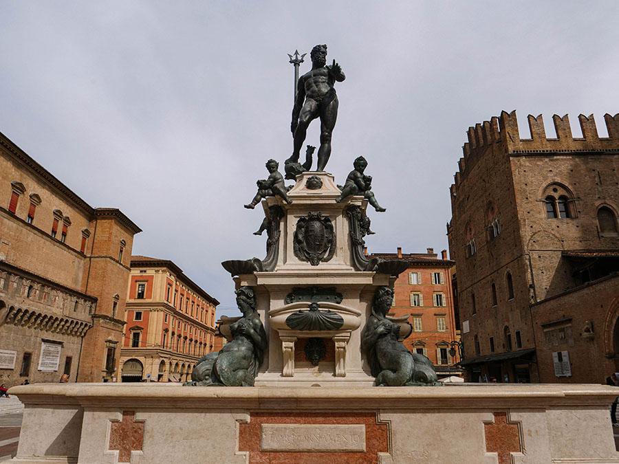Fontanna Neptuna atrakcje w Bolonii