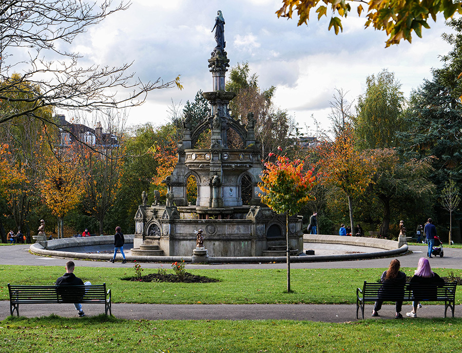kelvingrove park fontanna i parki w glasgow