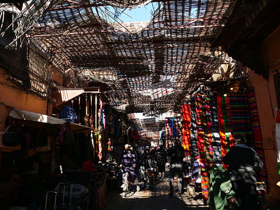 uliczki i place handlowe w marrakeszu