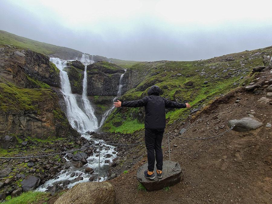 rjukandi wodospad islandia