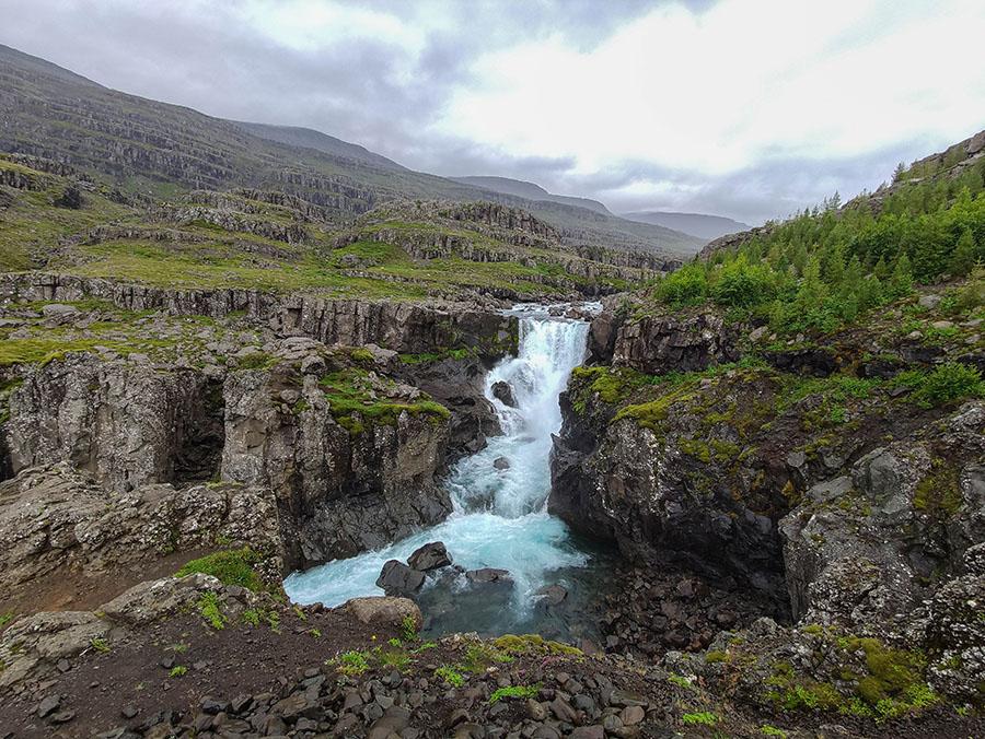 sveinsstekksfoss wodospad islandia