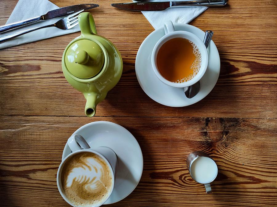 szkockie śniadanie herbata z mlekiem
